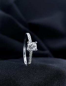 Luna Anillo de Diamantes