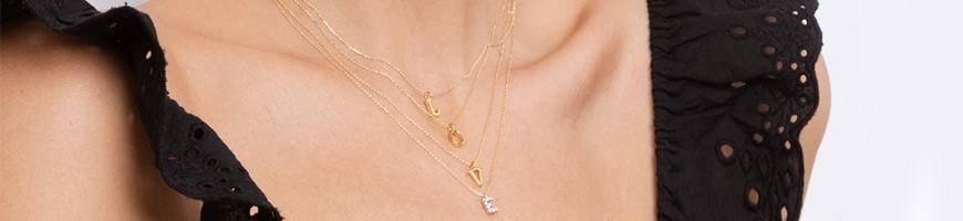 Alphabet: Joyas con Letras Iniciales de Oro y Diamantes para personalizar tus looks.