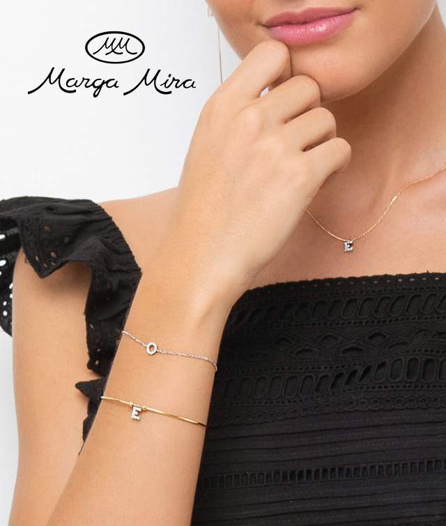 joyas con letras iniciales de oro lisas o con diamantes